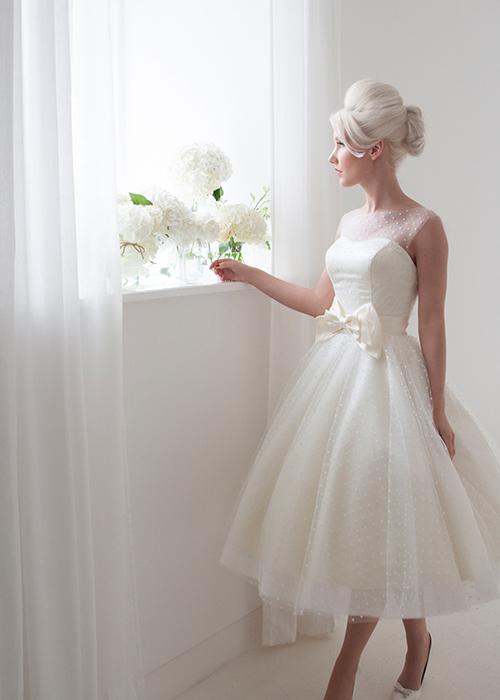 tulle sleeveless wedding dress