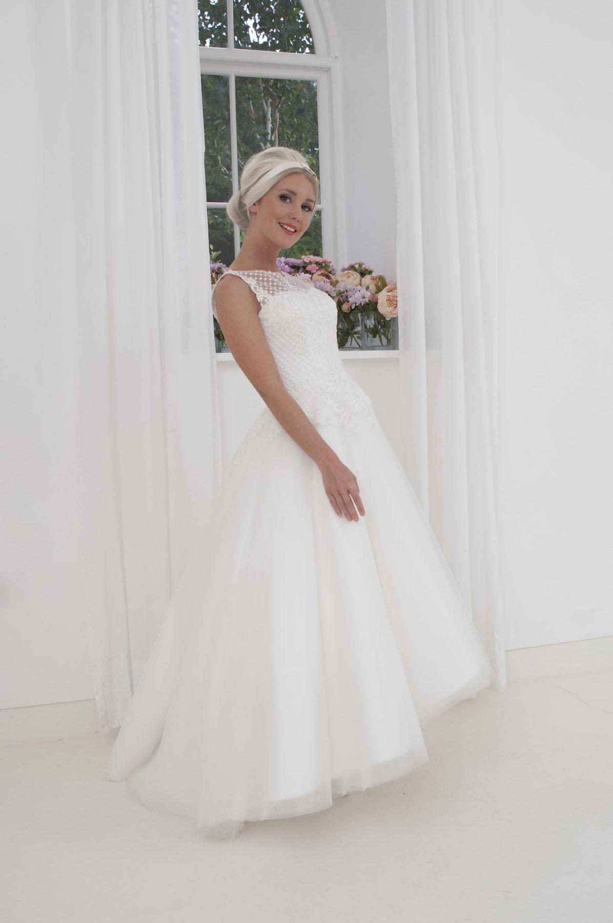 sleeveless hi-low wedding dress