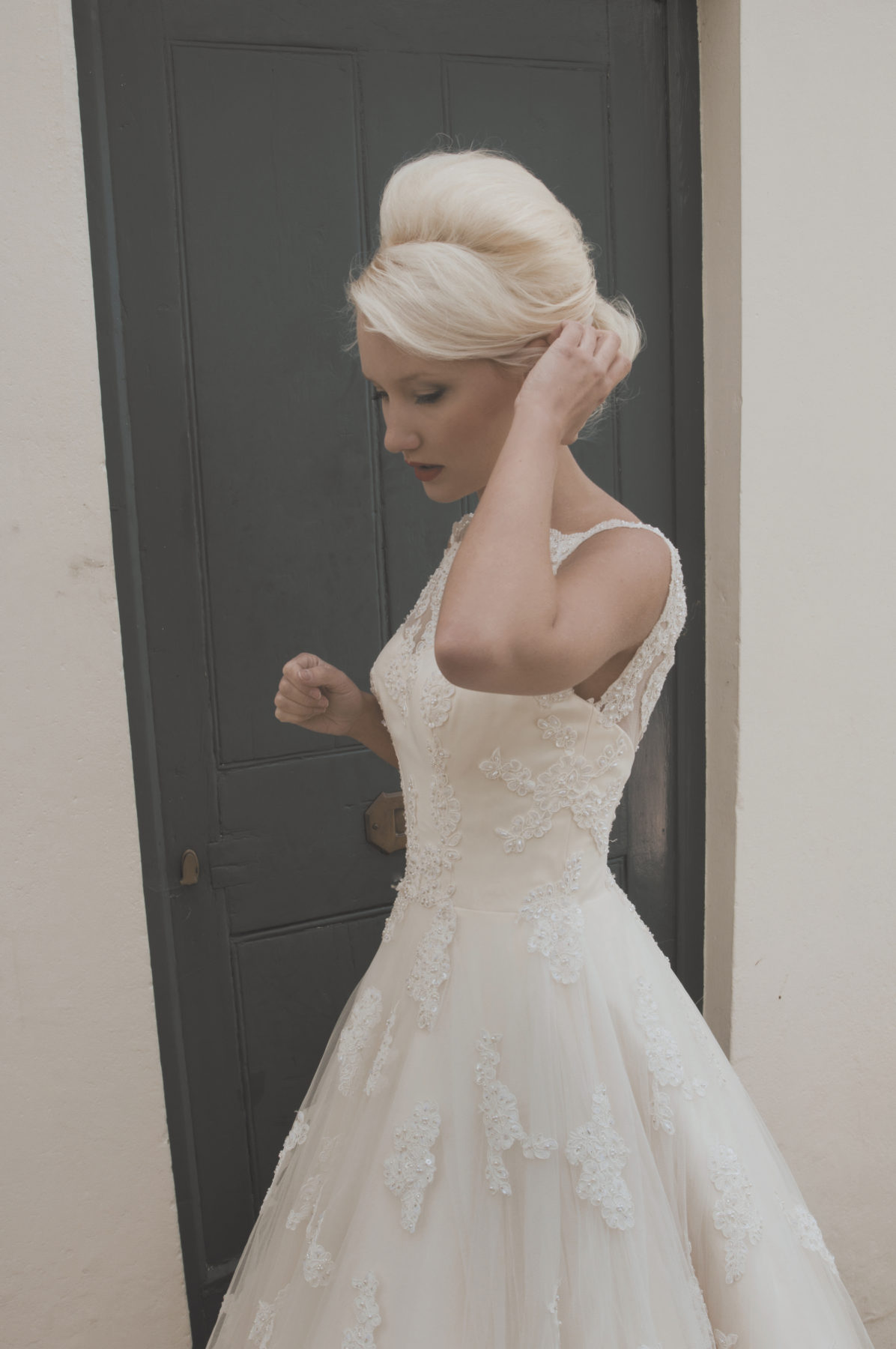 Elegant A-line champagne tulle wedding dress