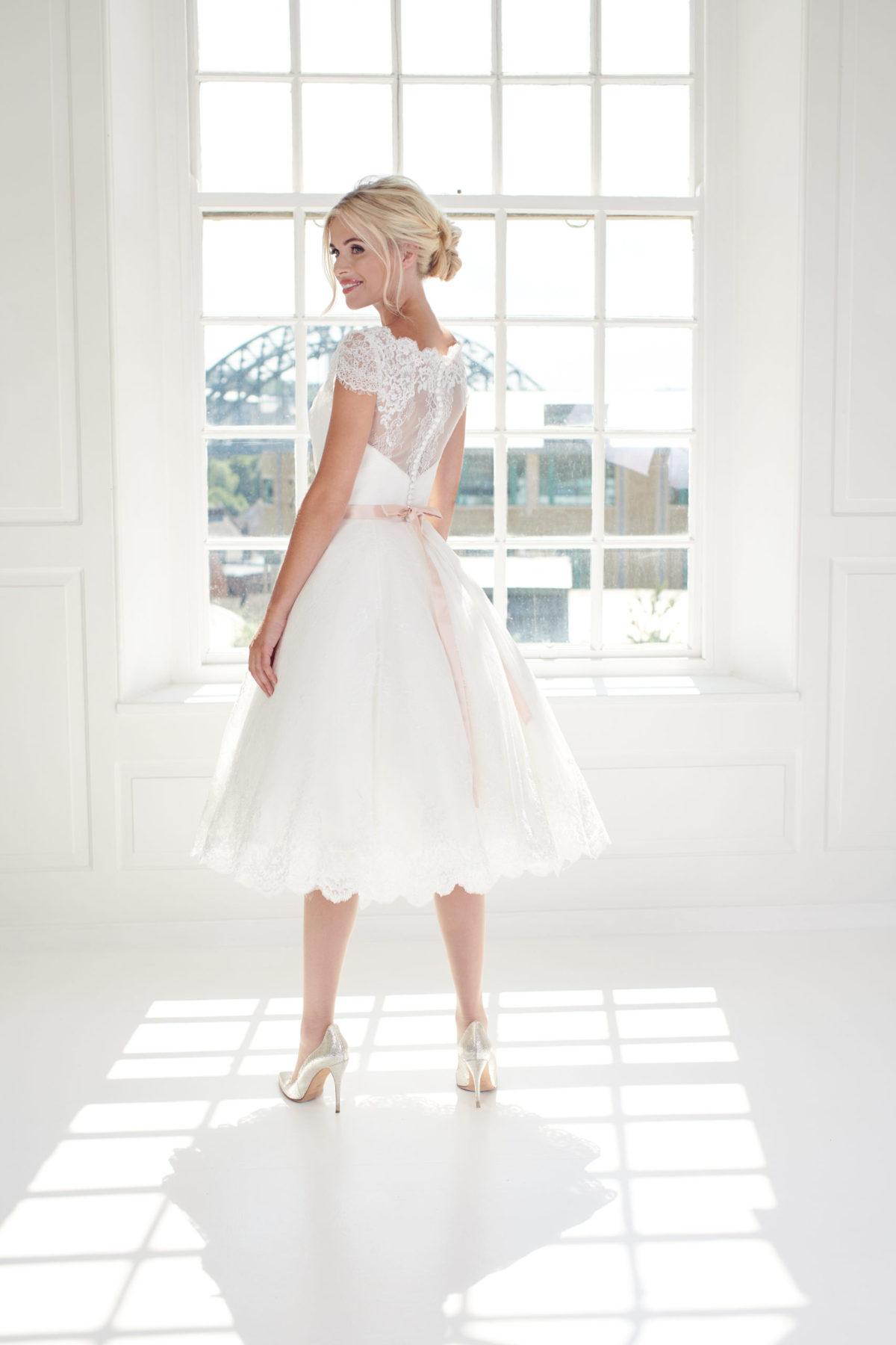 Elegant short tea dress