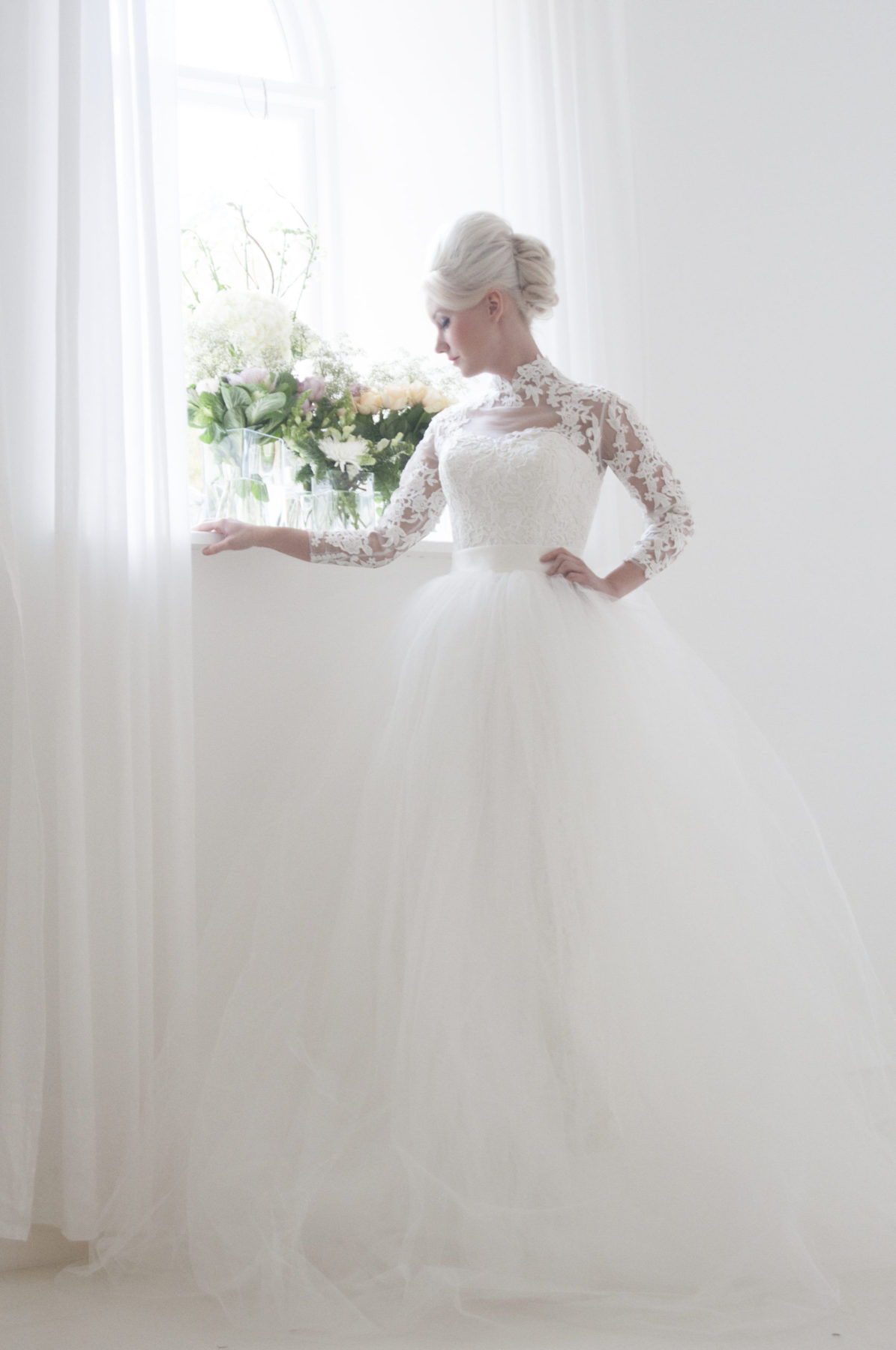 lace straight column wedding dress